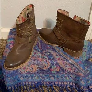 Brown Ankle boots!